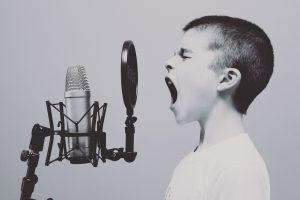 microphone-1209816_1920_enfantquicrit